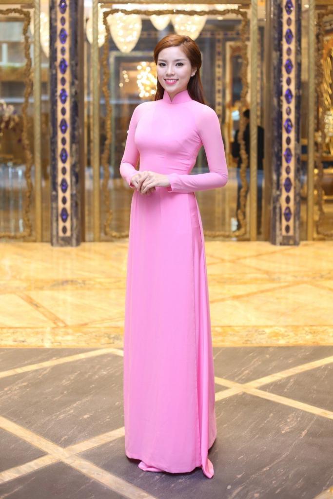 Áo dài truyền thống Việt Nam thiết kế bó sát