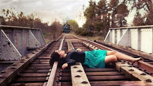 Hình ảnh chia tay buồn nhất. Khi chia tay, có nhiều người nghĩ đến việc rời bỏ cuộc sống của mình.
