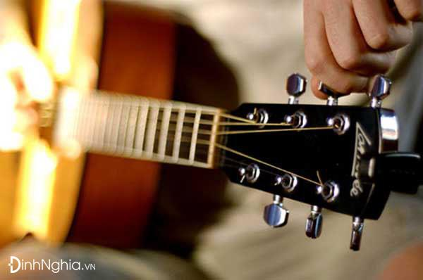 hình ảnh minh họa về cảm nhận về hình tượng tiếng đàn ghi ta