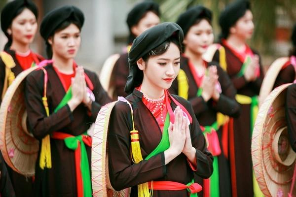 Lưu giữ trang phục áo tứ thân truyền thống của dân tộc