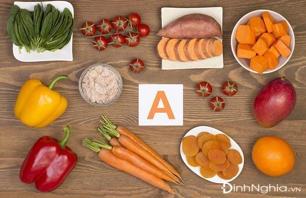 quáng gà là gì và thực phẩm nên ăn để phòng tránh bệnh quáng gà