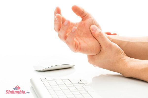tê bì chân tay cũng là biểu hiện của bênh u xương