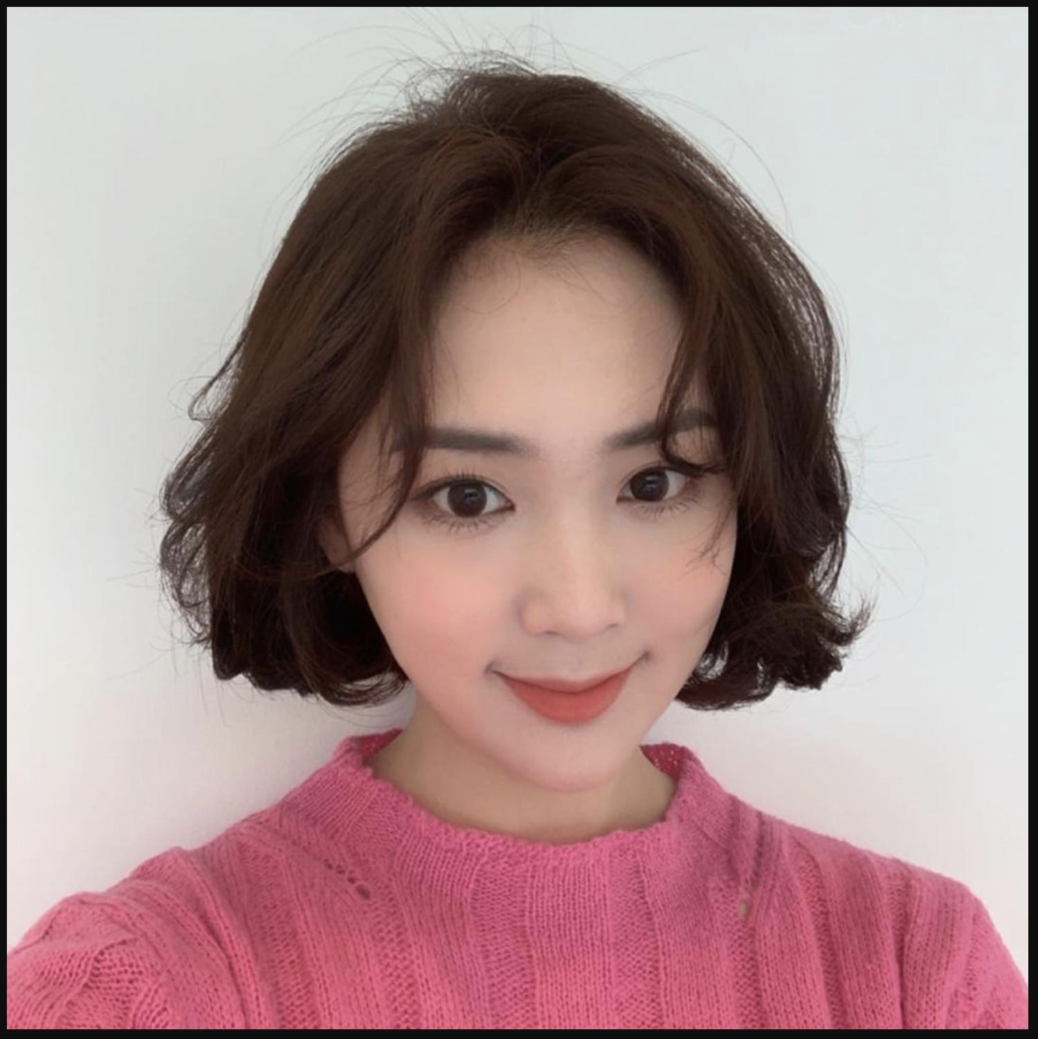 Tóc ngắn nữ xoăn cho khuôn mặt nữ tính, hiền dịu hơn
